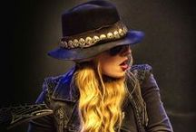 orianthi panagaris / A very good guitarist.