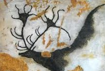 PREHISTORIC ART - Laxcau / Le Grotte di Lascaux sono un complesso di caverne che si trova nella Francia sud-occidentale. Le grotte si trovano vicino al villaggio di Montignac, nel dipartimento della Dordogna. Nel 1979 le grotte di Lascaux sono state inserite nell'elenco dei Patrimoni dell'umanità dell'UNESCO, con le altre grotte che si trovano nella valle del fiume Vézère.