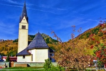 Arabba / Arabba (1.602 M) is a small village in the heart of the Dolomites of Belluno, declared a World Heritage Site.