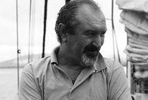 Antonio Penati / Editore, navigatore, appassionato di cartografia e meteorologia, con una vasta esperienza di navigazioni oceaniche, ha circumnavigato il globo per oltre dieci anni a bordo del suoi cutter in legno Stefral III e Lycia.