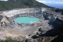 Costa Rica / Costa Rica es un país centroamericano de gran potencial turístico que está valorado como uno de los destinos internacionales más visitados. Una de sus principales fuentes de ingreso es el turismo.  Aunque el país es pequeño y cubre solo el 0.03% de la superficie del planeta, tiene el privilegio de ser el hábitat del 5% de la biodiversidad existente en todo el mundo.