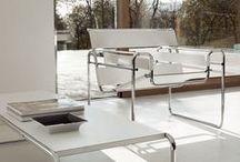 Sedute di design / Che l'estetica prevalga sulla funzionalità o viceversa, lo scopo essenziale di una sedia resta sempre lo stesso: instaurare delle relazioni.