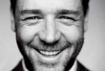 Рассел Кроу (Russell Crowe) / Рассел Айра Кроу (Russell Ira Crowe) — австралийский киноактёр. Лауреат премии «Оскар» 2000 года (3 номинации). Наибольшую известность получил благодаря ролям в таких фильмах, как «Гладиатор», «Свой человек», «Хозяин морей: на краю земли», «Поезд на Юму», «Игры разума», «Отверженные» и «Нокдаун». Рассел Кроу родился 7 апреля 1964 года в Веллингтоне (Новая Зеландия) в семье Алекса и Джоселин Кроу, став вторым ребёнком в семье после старшего брата Терри Кроу. Когда Кроу... http://bit.ly/1iiCyJm