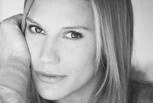 Кэти Сакхофф (Katee Sackhoff) / Кэти Сакхофф (Katee Sackhoff, 8 апреля 1980) — американская актриса, известная как капитан Кара «Старбак» Трэйс в сериале «Звёздный крейсер «Галактика»» на канале Sci Fi. В 2004 году она была номинирована на Saturn Award в категории Лучшая телеактриса второго плана за её игру в мини-сериале «Звёздный крейсер «Галактика»». А в 2005 году она получила эту награду за ту же роль. Сакхофф родилась в г. Портленд, Орегон, США и выросла в г. Св. Елены, Орегон... http://bit.ly/19LfTCk