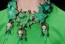 VERDE ESMERALDA / La belleza y el color de las esmeraldas es cautivador, nunca puede pasar desapercibido.