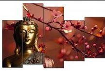 Para meditar... / Cuadros de Buda de estilo ZEN, impresos en lienzo con formas desiguales para dar un aspecto Oriental a tu hogar. Incluso han dejado de ser un objeto de decoración imprescindible y los cuadros de buda pasan a ser opcionales como lo son un punto zen, en un sillón de lectura o una alfombra persa. Eso sí, podemos encontrarlos que por sí solos decoran una estancia si son de grandes dimensiones. O cuadros de tamaño minúsculo que, unidos, forman un diseño mosaico.