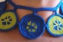 Pulseras, collares y broches / pulseras, collares, broches hechos a ganchillo.