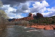 Hiking Sedona: Red Rock Crossing / The most photographed area of Sedona, Red Rock Crossing Park, Crescent Moon Recreation Area offers spectacular views of Cathedral Rock, one of Sedona's vortex areas, while the ever present waters of Oak Creek flow by at your feet. A definite for your Sedona to-do list!