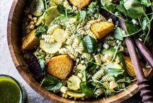 """Grünzeug ♥︎ / Frisch und knackig legte sich der Salat auf den Teller und rief: """"Ich bin bereit!"""""""