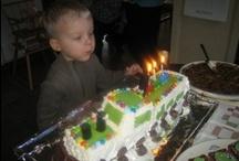 Lastenjuhlat / Lastenjuhlissa tärkeintä on tietenkin kakku, vaikka pirpanoiden masut tulee täyttää muullakin kuin makealla.