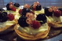 Makeat jälkiruoat ja leivonnaiset / Legendaariset mokkapalat, muta- ja kuivakakut, letut ja muut ihanat makeat päättävät aterian hienosti.