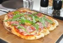 Parhaat pizzat / Aah, pitsaa. Sitä voi valmistaa niin monella tapaa, että se taipuu niin arki-, juhla kuin välipalaruoaksikin. Ja sopii myös painoaan vahtiville karppaajien versioina!