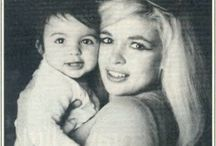 Vintage Shots of Jayne Mansfield and her children / Vintage shots of Mum Jayne Mansfield with her children  Esp Mariska