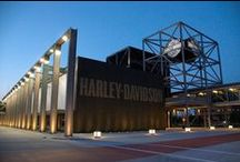 Harley-Davidson Müzesi / Harley-Davidson tutkusu çok uzun yıllar öncesine dayanıyor... Milwaukee'de bulunan, kentsel, fabrika stilinde, bir simge haline gelmiş olan Harley-Davidson'ın tarihini ve kültürünü çok iyi bir şekilde yansıtıyor.