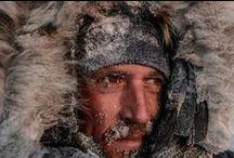 Vincent Munier / Φωτογράφος άγριας φύσης.-Γεννήθηκε στην Epinal το 1976.  Παρατηρώντας τα ζώα στο φυσικό τους περιβάλλον,καταφέρνει να συλλάβει τις εκπληκτικές στιγμές της ζωής τους.Έχει κάνει πολλές εκθέσεις σε όλο τον κόσμο,στην προσπάθειά του να δείξει την ομορφιά της ερήμου και να αναδείξει τα απειλούμενα είδη.