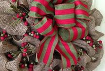 Christmas Burlap Wreaths / Christmas burlap wreaths.  Celebrate Christmas throughout your home with a burlap wreath.