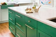 GREEN & GOLD / Green and gold is a huge trend in home decor. Rooms designed with green as the base color.