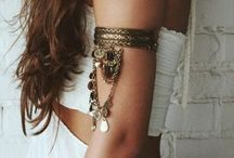 Jewelry / Jewelry, earrings, body chains, piercings, rings, headchains etc.