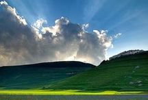 NUVOLE / Soffici Morbide e Bianche le Nuvole fluttuano nel cielo come idee o speranze