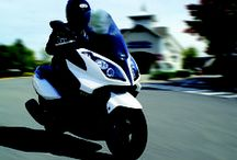 KYMCO Downtown 300i ABS / KYMCO's award-winning Downtown 300i Sports-Tourer Scooter is credited for its genuine 300cc capacity and high technical specification which includes BOSCH ABS.
