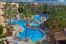Protur Bonaire Aparthotel / El Protur Bonaire Aparthotel de 4 estrellas es uno de nuestros aparthoteles en Mallorca. Se encuentra en Cala Bona, a 200 metros del puerto de Cala Bona. A 1,5 km se encuentra la seductora playa de la Costa de los Pinos.