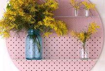 Shelf Styling Ideas / Styling and Inspiration of B&W Shelves