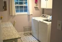 Laundry Room Makeover Ideas / I don't know about you, but I used to DREAD doing laundry before I made over my laundry room! If we have to spend so much time doing something we hate, we may as well make it as pretty as possible in whatever environment we do it, right? Here are some great laundry room makeover ideas to get you started in making over your OWN laundry room!