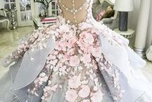 Beautiful evening dresses and wedding gowns / Dresses , outfits and related accessories , hairstyles and makeup . Иногда совсем простая прическа (даже укладка) или классический покрой платья выглядят изящней , чем авангардный наряд и сложная конструкция из волос на голове . Хотя в моде и жизни возможны и то , и другое ... / Sometimes it is a simple hairstyle (even laying) or classic cut dresses look graceful than avant-garde outfit and the complex structure of hair . Although in fashion and life possible both ...