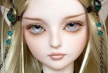 Красивые куклы и другие игрушки / Каждая кукла или игрушка имеет свой характер . И нет похожих друг на друга двух одинаковых кукол . Своим куклам владельцы , будь то дети или взрослые , придают индивидуальные черты с помощью причёсок , нарядов , макияжа , украшений , и , даже в разных позах кукла живёт своей - особенной жизнью ...Мне очень нравятся куклы , но я уже в них не играю , к сожалению ... И очень здорово , что можно посмотреть на прелестнейших чужих кукол и порадоваться вместе с их владельцами ...