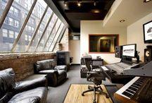 Recording studios / O melhor sítio para eu expressar a minha criatividade na música é num estúdio!! Estúdios que adorava ter é que um dia irei ter!
