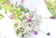 Grünstich - Brautsträuße / Bunte Farbtupfer vom Wegesrand. Natürlich schön und passend zur Jahreszeit.