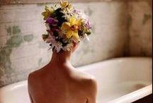 corsage,buttonholes e fiori nei capelli