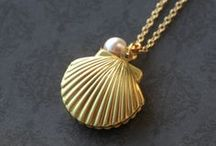 Accessories, such as in the form of oyster or seashell / Accessories form of oyster