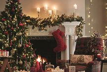 TRADITIONAL CHRISTMAS | Red & Gold, Santa, Classic, Kitsch