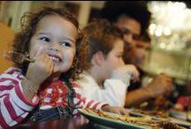 Restaurant Dinercafé & Pannenkoeken / U kunt bij Mölke uit eten in het kindvriendelijke restaurant Dinercafé & Pannenkoeken. In het restaurant worden heerlijke a la carte gerechten, pannenkoeken & kindermenu's geserveerd. Het restaurant ligt direct aan de binnenspeeltuin. Combineer een diner met een uurtje varen op de Regge of bowlen in de LED's Go Showbowling. www.molke.nl/kindvriendelijk-restaurant/