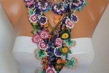 crochet necklaces / Háčkováné náhrdelníky