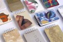 Libretas hechas con papeles de imprenta / Libretas hechas a mano reciclando viejos muestrarios de papeles de imprenta.