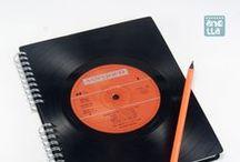 Libretas hechas con vinilos · Notebooks made using broken vinyl records / Libretas hechas a mano reciclando viejos vinilos en mal estado.