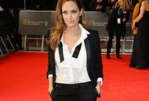 Black&White / W Londynie rozdano prestiżowe nagrody filmowe BAFTA. Angelina Jolie zaskoczyła wszystkich i na czerwonym dywanie pojawiła się w garniturze! Dobry wybór? * Kreacja Angeliny to dobry pretekst do prezentacji czarnych, białych i czarno-białych torebek z naszej oferty Więcej zajdziecie oczywiście na www.torebki.pl