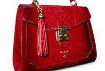 Czerwone torebki / Urzekają prostotą i elegancją, a kolor sprawia, że nie można oderwać od nich wzroku Więcej na www.torebki.pl