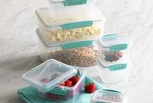 Organizing Your Kitchen / Keep all of your kitchen essentials in check with these kitchen organization tips.
