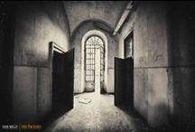 INTO THE BRAIN - Raccontare Mombello - Reportage di Archeologia Industriale / La mostra fotografica ha lo scopo di restituire memoria storica a quei luoghi ormai abbandonati, che hanno segnato la storia della psichiatria in una delle strutture più grandi d'Italia e forse d'Europa. Per NON DIMENTICARE MAI. Per qualsiasi info sull'evento, raccolta fondi per finanziare la mostra:   Tel: 331-9937246  E-mail: intothebrain@ivanmelzi.com