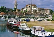 France - voyage / Je vous salue ma France, arrachée aux fantômes ! Ô rendue à la paix ! Vaisseau sauvé des eaux... Pays qui chante : Orléans, Beaugency, Vendôme !.. \ L. Aragon \  / by OISEAU