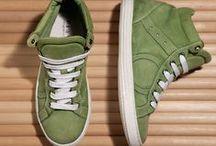 Playhat COLOR / Sneakers dai colori accesi in contrasto con i dettagli bianchi dei lacci e della suola. La linea Color è decisamente quella che più ha il sapore della primavera e si accende di colorazioni arcobaleno.