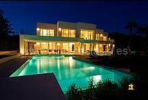 Недвижимость в Марбелье,  ID: #3380 элитная недвижимость в марбелье / Уникальный дом, так как это единственная новая вилла на первой линии пляжа на ЗОЛОТОЙ МИЛЕ, всего в нескольких шагах от PUENTE ROMANO (около 200 метров).