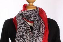 Ces accessoires qui assureront votre style! / Roxy Lama offre une panoplie d'accessoires, foulards, sacs, chapeaux et autres pour faire de vous une diva de l'originalité!