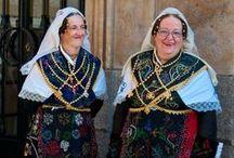 Traditional costumes / traditional costumes around the world