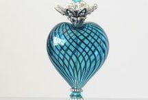 perfumy / piękne flakoniki na perfumy, ktore same w sobie są dziełami sztuki