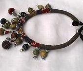 """Fait main - Colliers et bracelets Louloulajoie / Bijoux """"fait a la main"""". Les colliers imposants,  les bracelets-manchettes. Desmatériauxnaturels dequalité."""