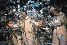 Scènefoto's CASH / Bekijk hier de scènefoto's van de jongerenvoorstelling CASH van Maas theater en dans!